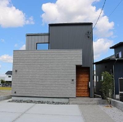 異素材の調和と変化のある家